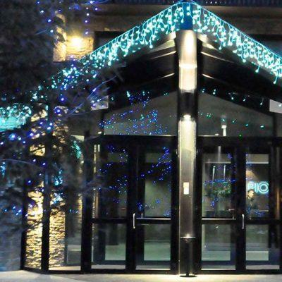 Decorando fachadas con luces Navidad