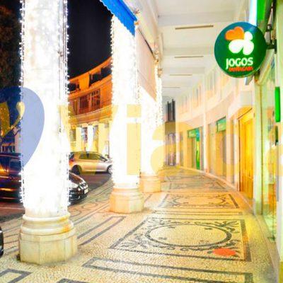 Cortina luces avenida peatonal
