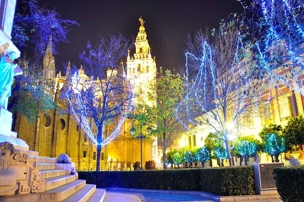 Arboles de navidad con luces rbol de navidad brillante - Arbol de navidad hecho de luces ...